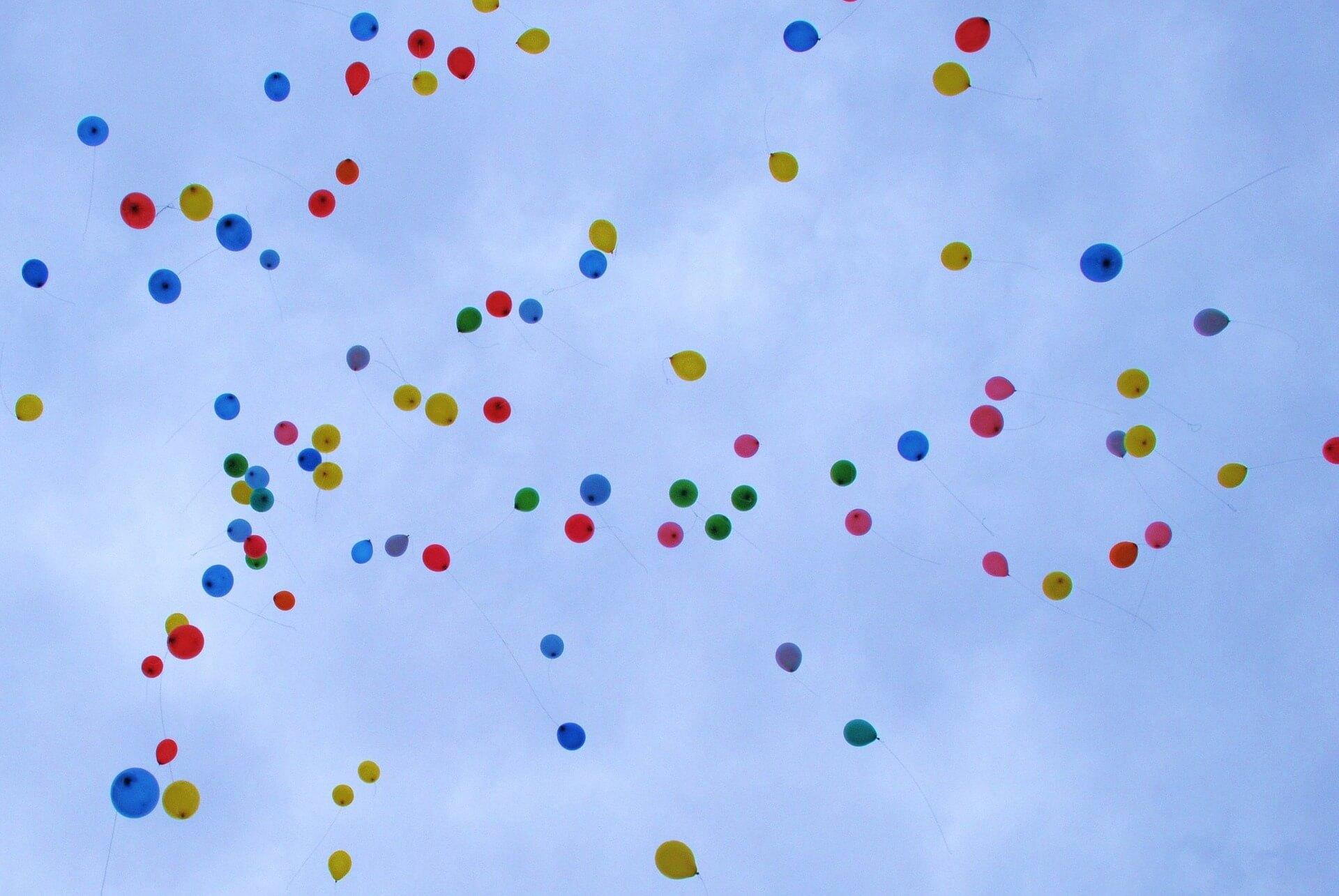 Gründung des Vereins - Luftballons am Himmel